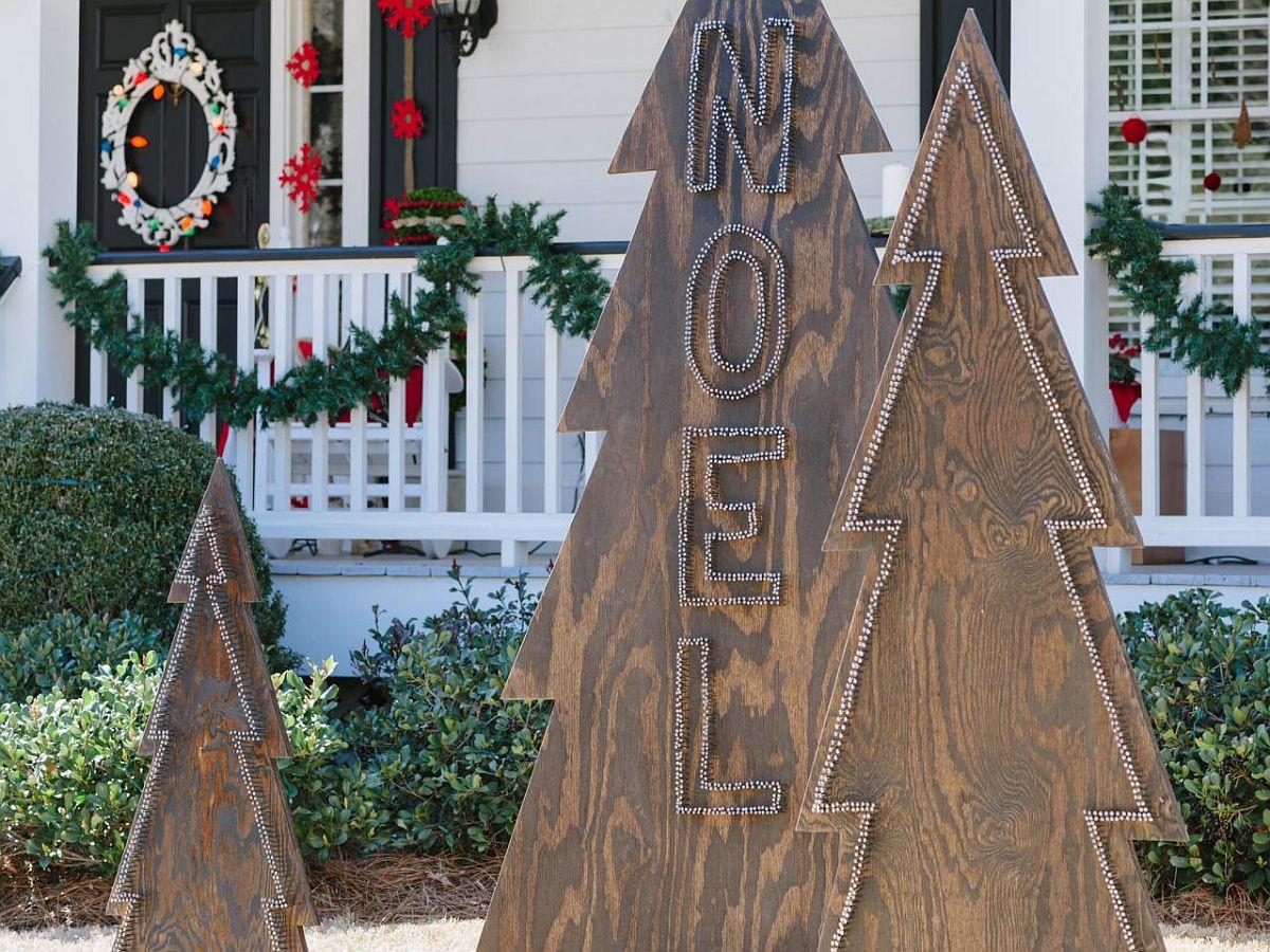 Rustic Nail-Head Christmas Trees DIY Idea