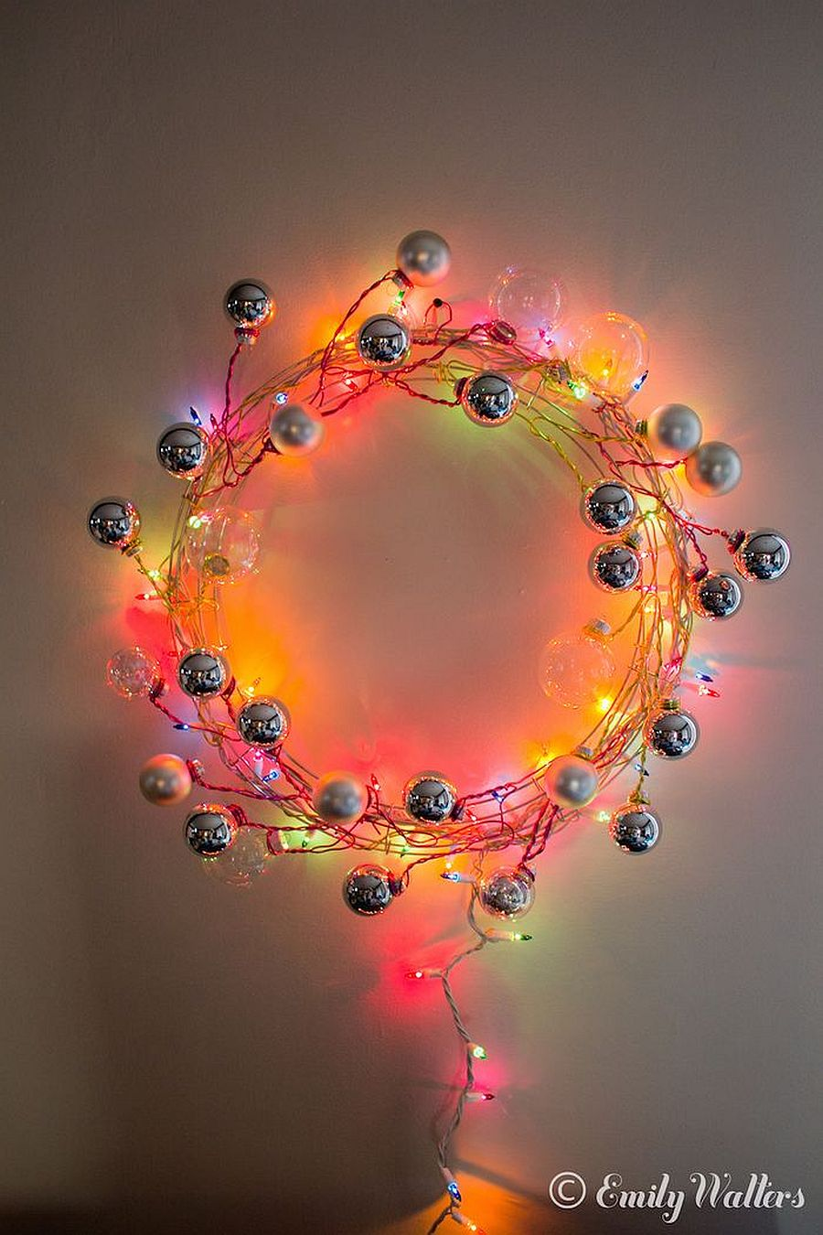Simple and easy wreath with string lights and Christmas ornaments