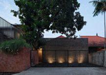 Street-facade-of-Mandanila-House-217x155