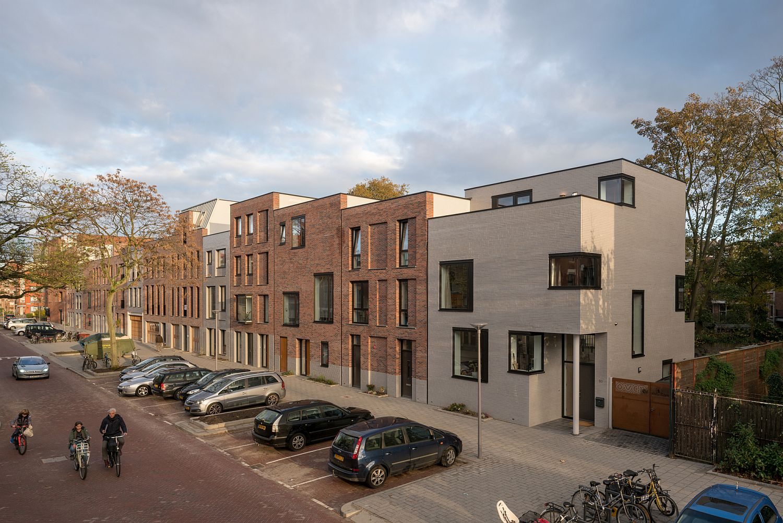Street-facade-of-the-Informal-Cube