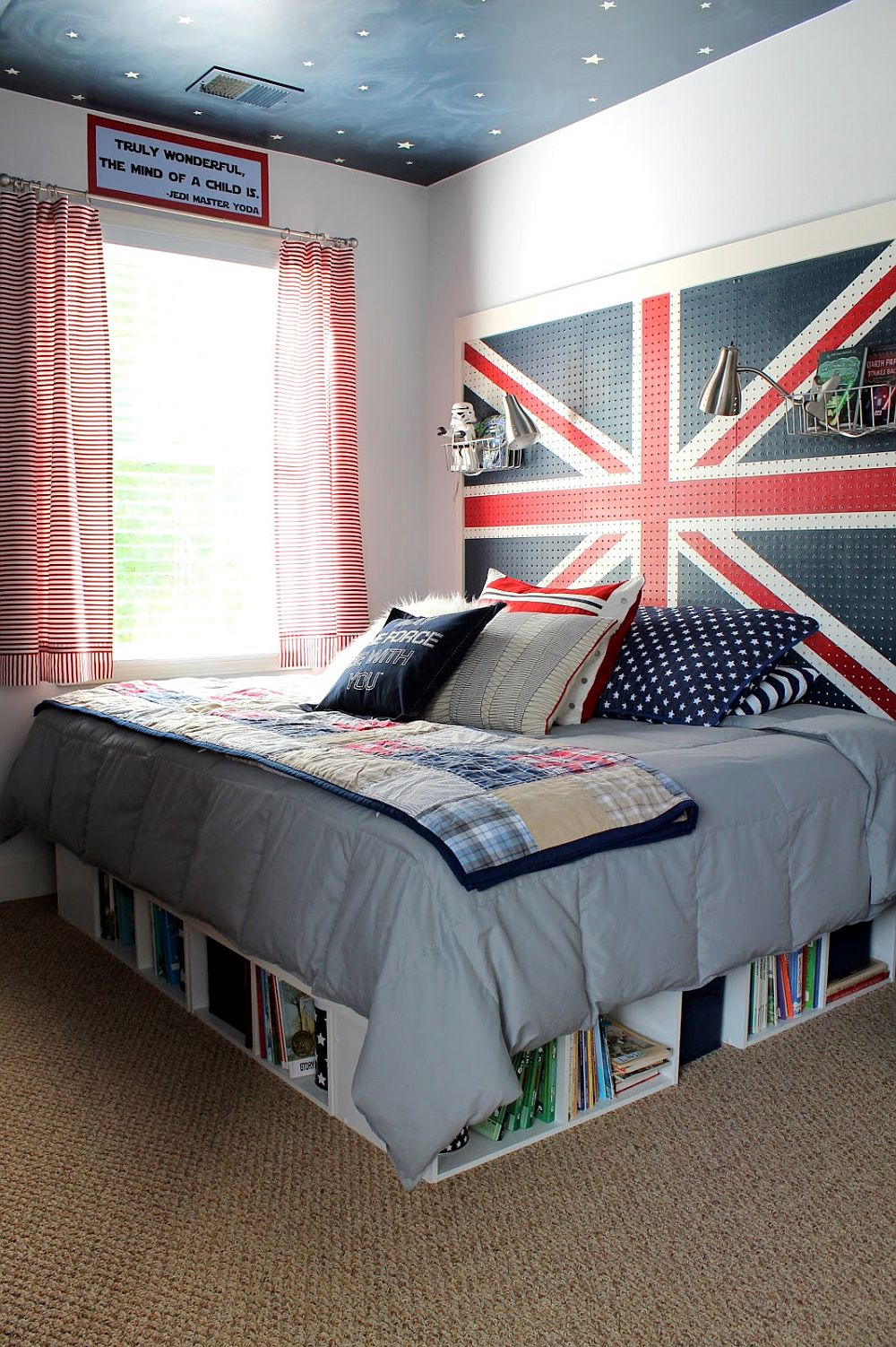 15 diy bedroom storage and d cor ideas that bring space for Union jack bedroom ideas