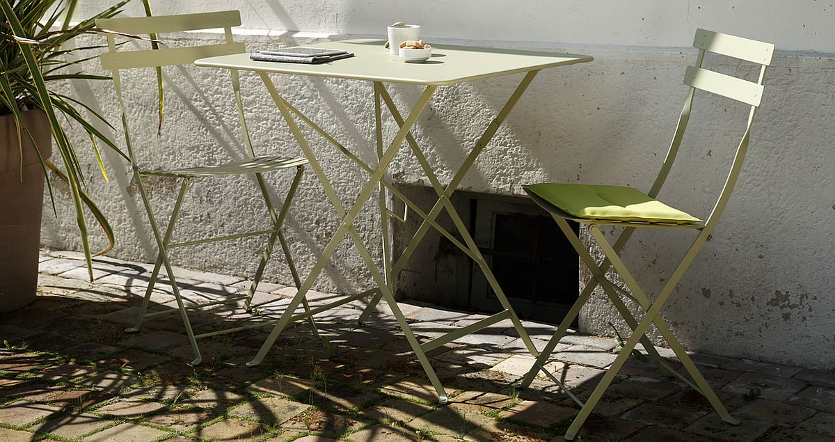 Turn even the tiniest nook into an outdoor retreat with the Bistro chair and tables