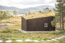 Cabin with Green Roof Offers a Window into Mesmeric Norwegian Scenery