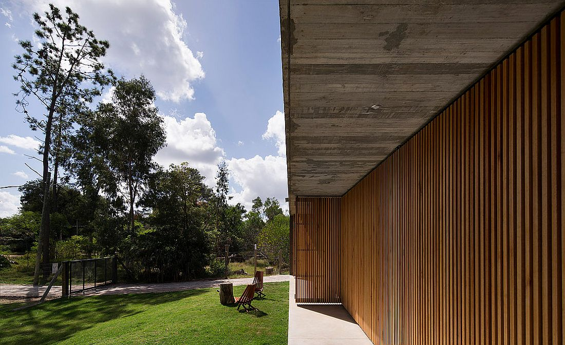Wall-with-wooden-slats-and-doors-lets-filtered-light-to-come-through