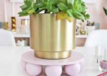 Wooden-ball-plant-stand-DIY-217x155
