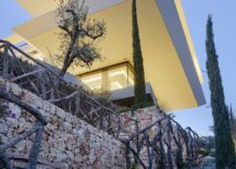 Beautiful-Mediterranean-garden-surrounds-the-minimal-contemporary-house-217x155