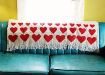 Chic-DIY-blanket-with-heart-shaped-motif-217x155