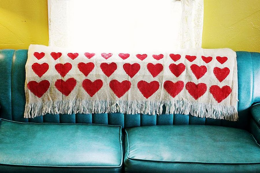 Chic DIY blanket with heart-shaped motif