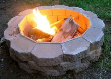 DIY-fire-pit-using-cinder-blocks-and-sand-217x155