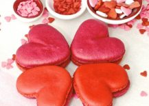Delicious-heart-shaped-macarons-to-celebrate-Valentines-Day-217x155