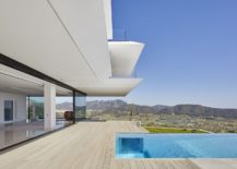 First-level-deck-and-and-infinity-pool-of-Mallorca-home-217x155