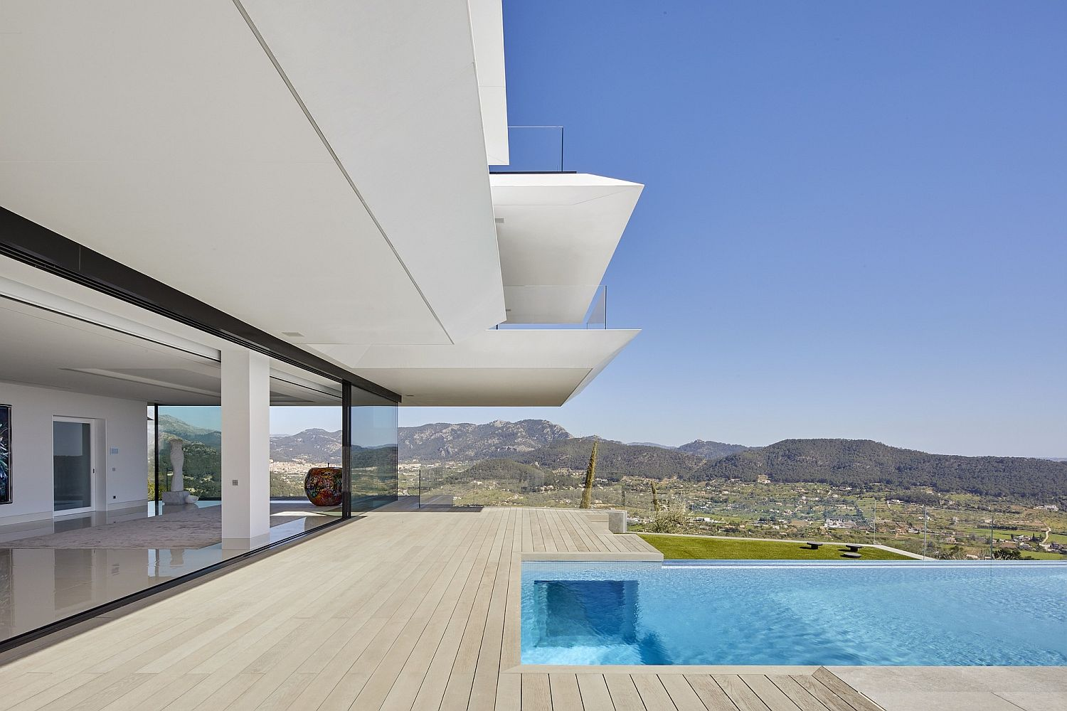 First level deck and and infinity pool of Mallorca home