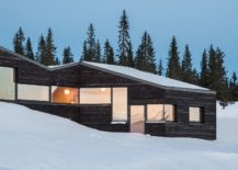 Gorgeous-Norwegian-cabin-with-carbonized-wooden-boards-217x155