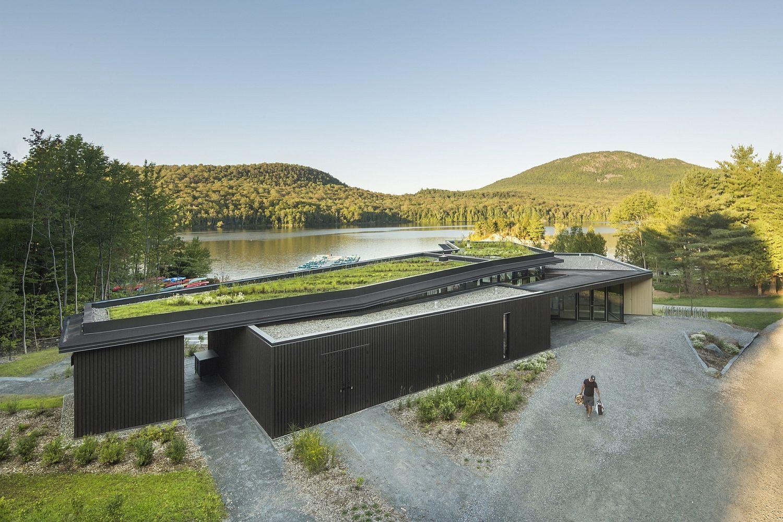 Green roof of the Centre de Services Le Bonnallie