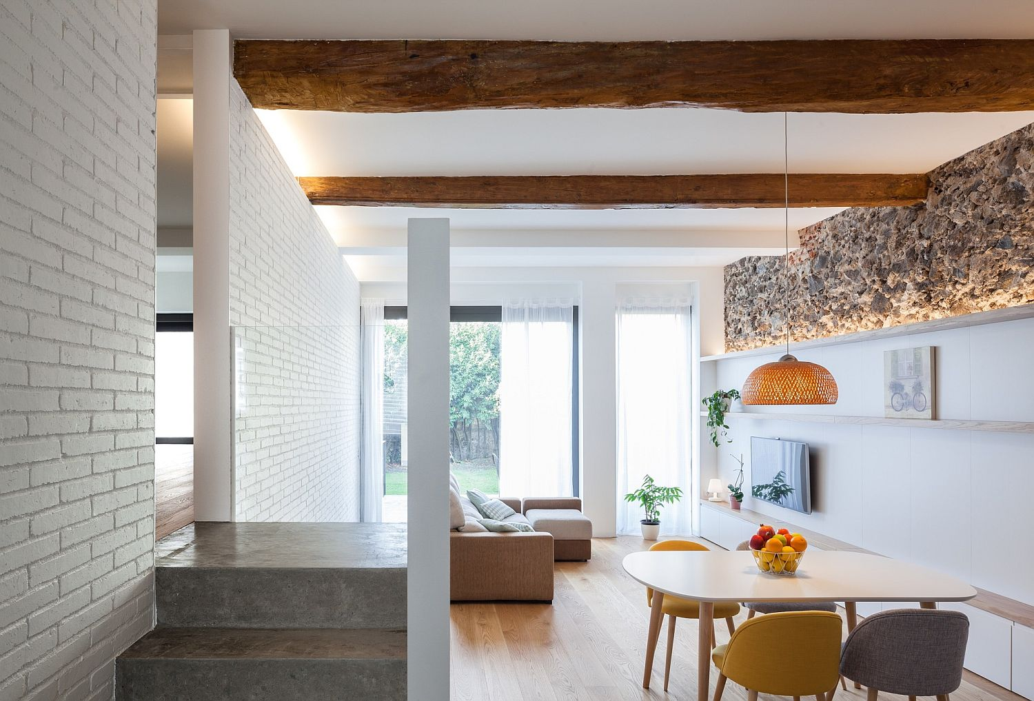 Living area of the Spanish home with light and cheerful appeal