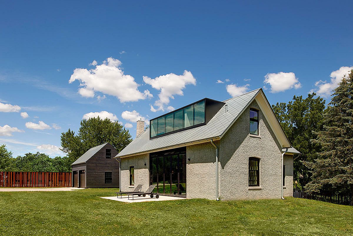 Lush garden and lovely trees shape the landscape around the Foster Road Retreat