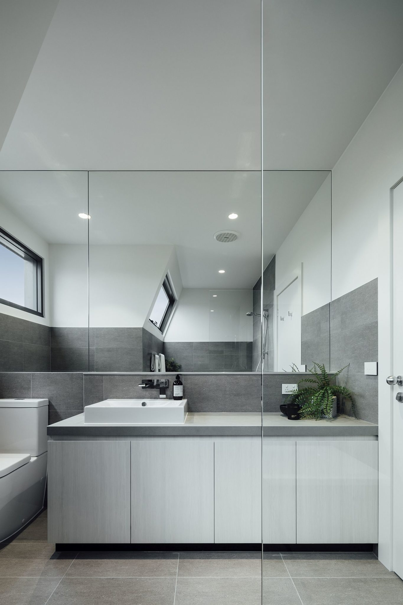Minimal-bathroom-vanity-and-mirror-idea