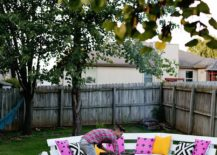 Modern-and-stylish-DIY-firepit-with-wooden-bench-around-it-217x155