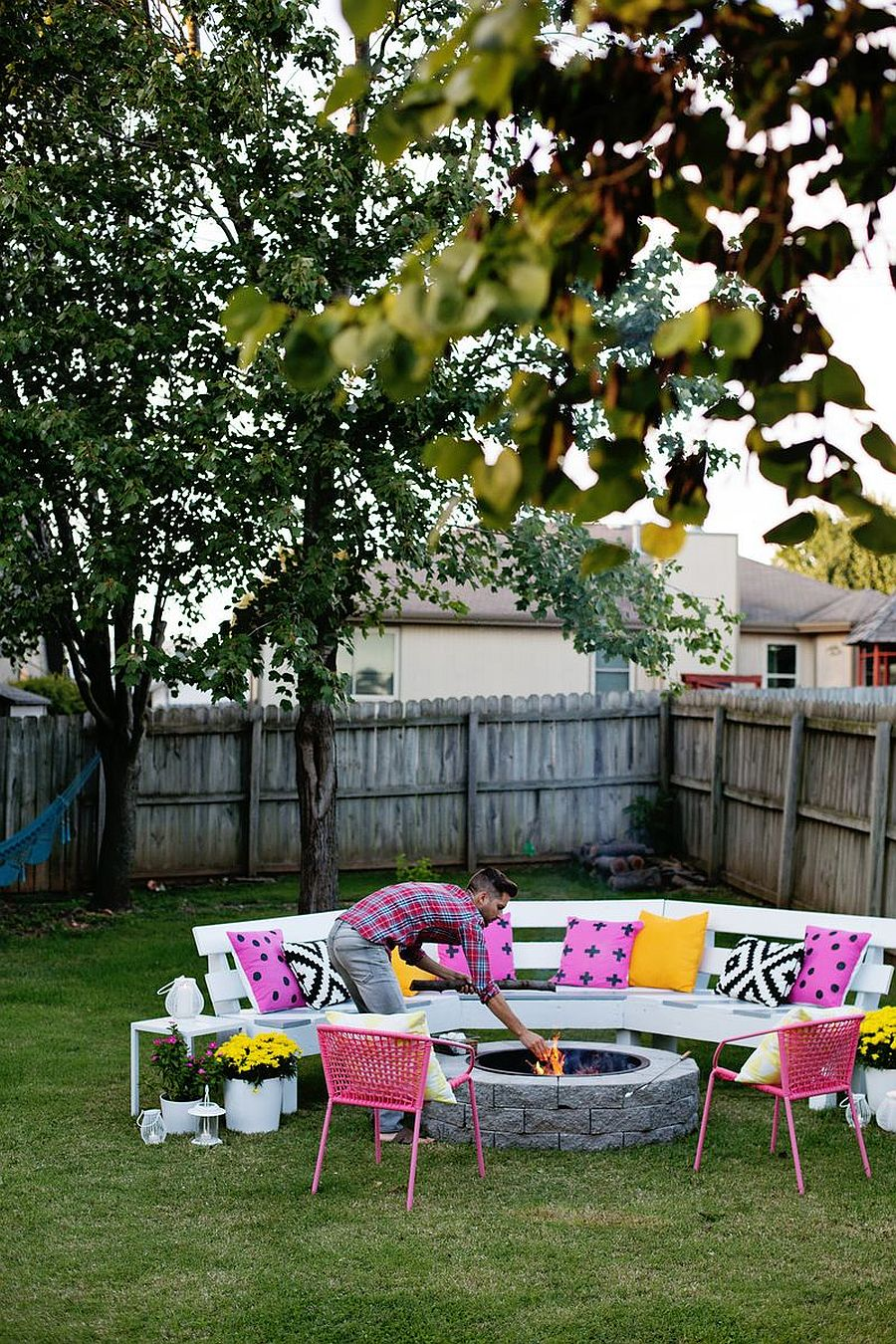 Modern and stylish DIY firepit with wooden bench around it