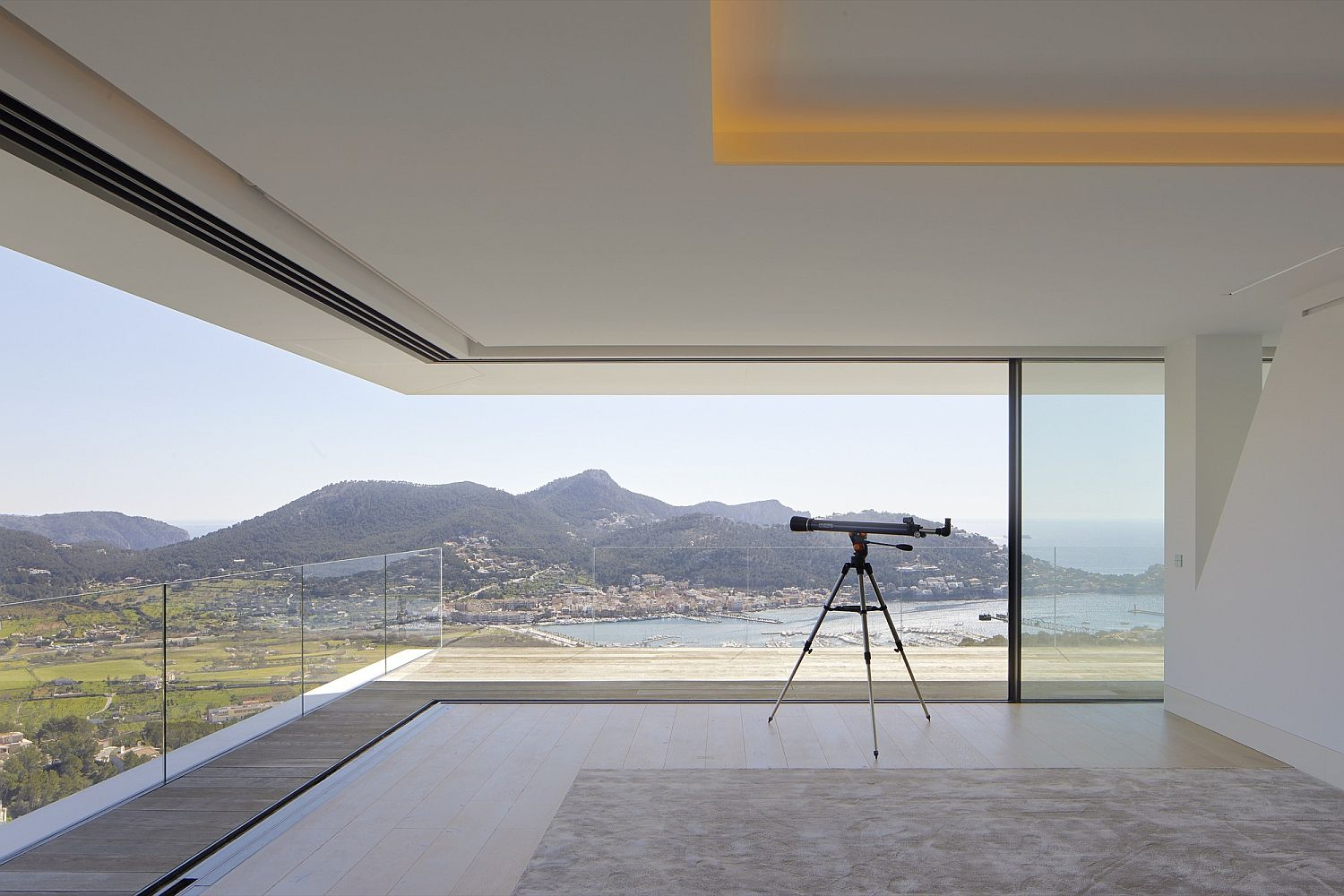 Multiple view points around the house help in providing 360 degree views