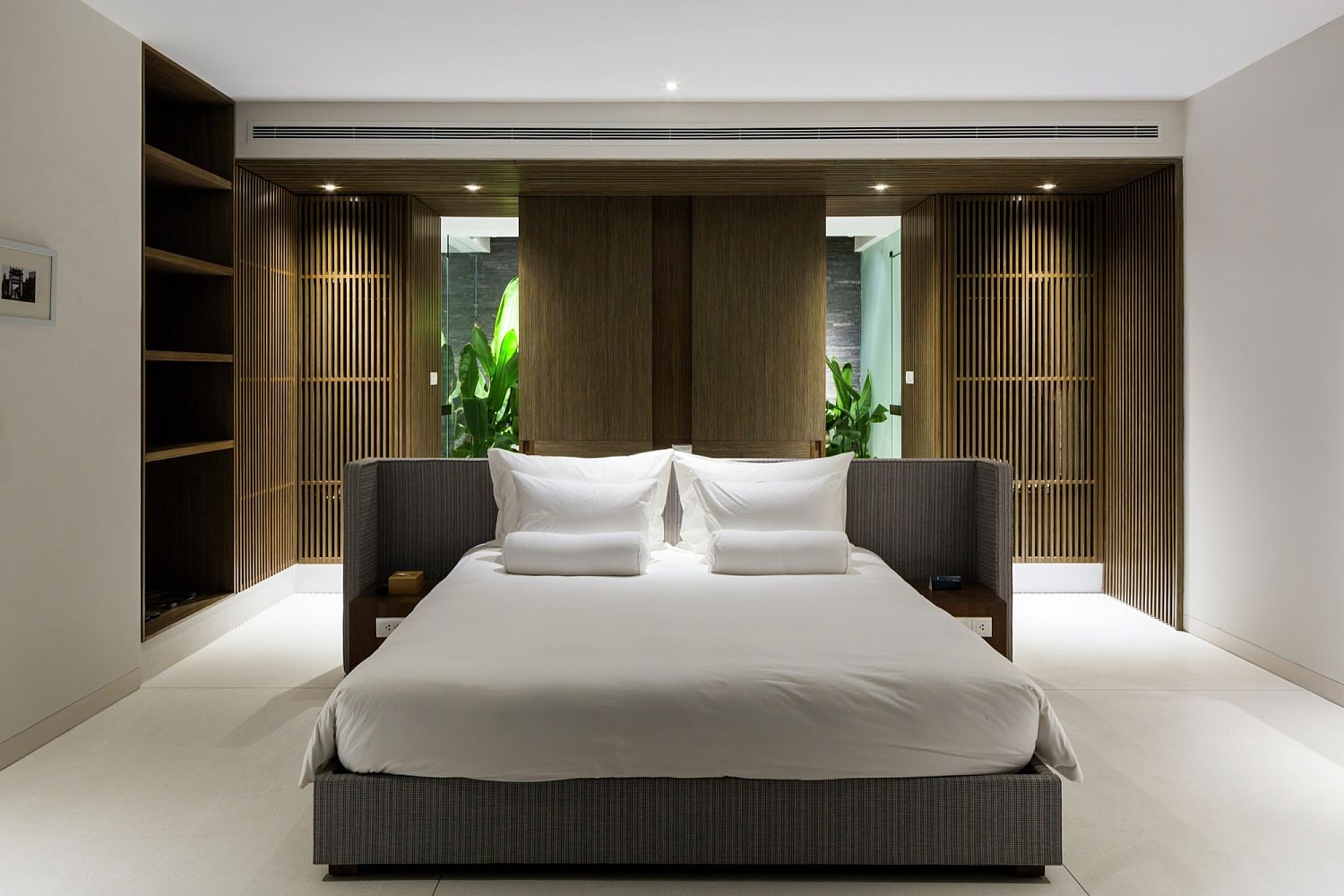 Natural wooden finishes combined with white inside the bedrooms