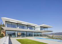 Rear-facade-of-the-contemporary-home-in-Mallorca-217x155