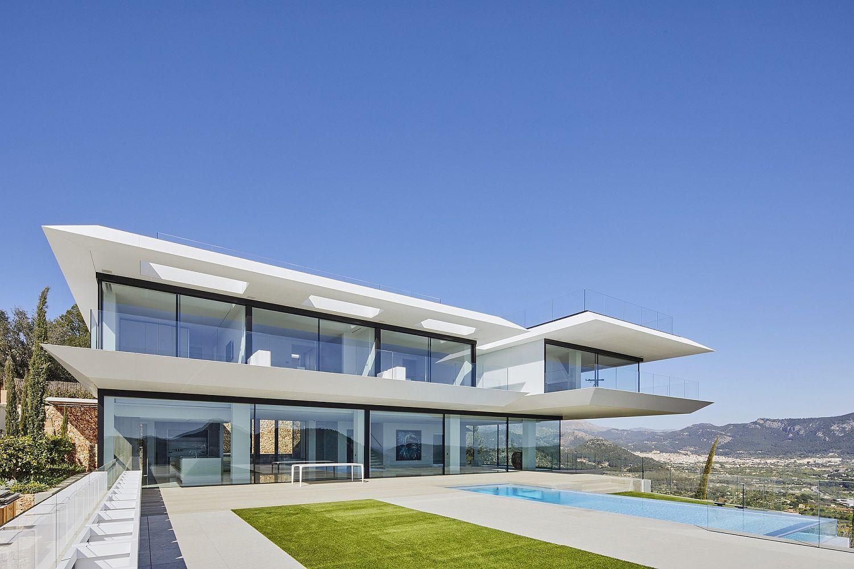 Rear-facade-of-the-contemporary-home-in-Mallorca