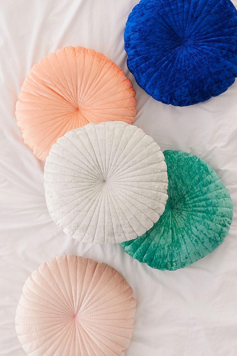 Round tufted velvet cushions