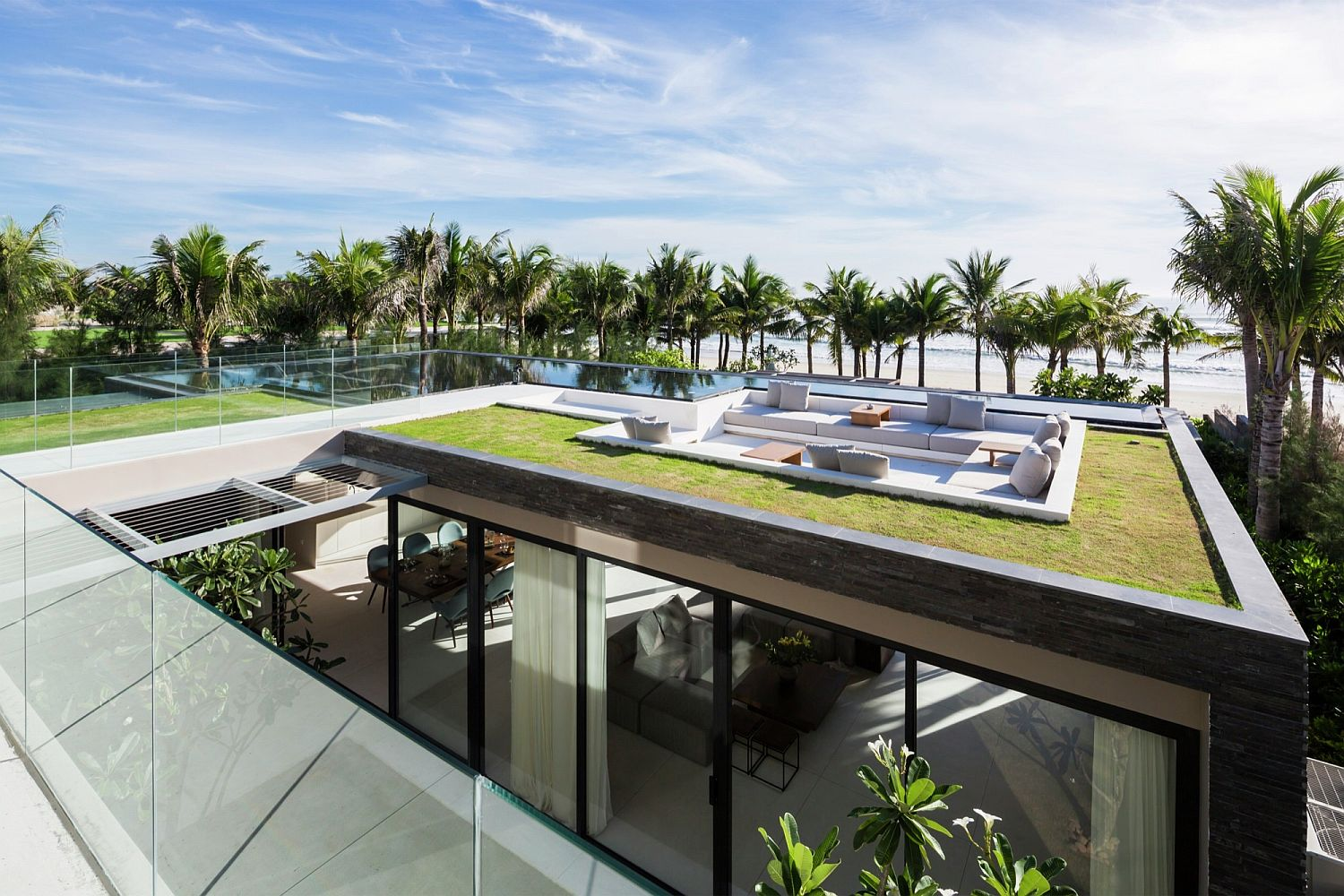 Stunning contemporary villas with a stunning view of the beach