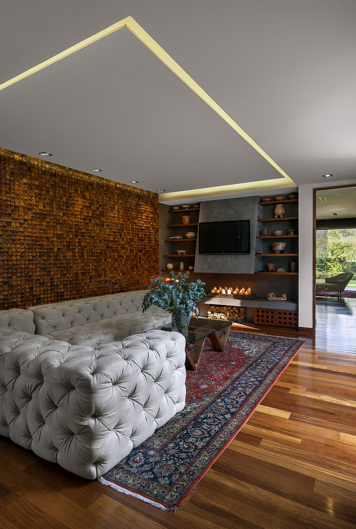 Stunning-living-room-with-accent-wall-that-adds-textural-beauty