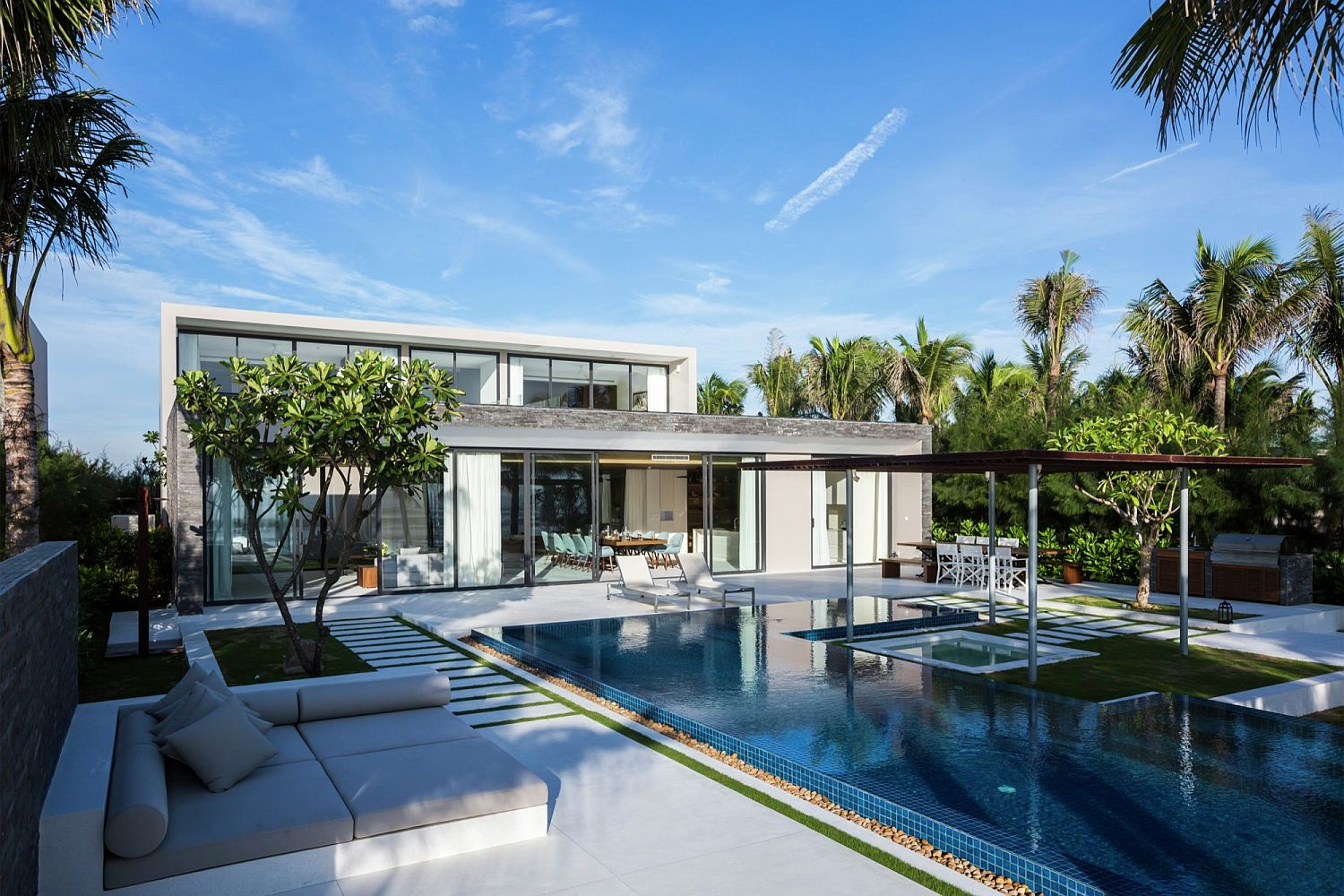 Sweeping decks, outdoor spaces and relaxing pools at the Non Nuoc Beach