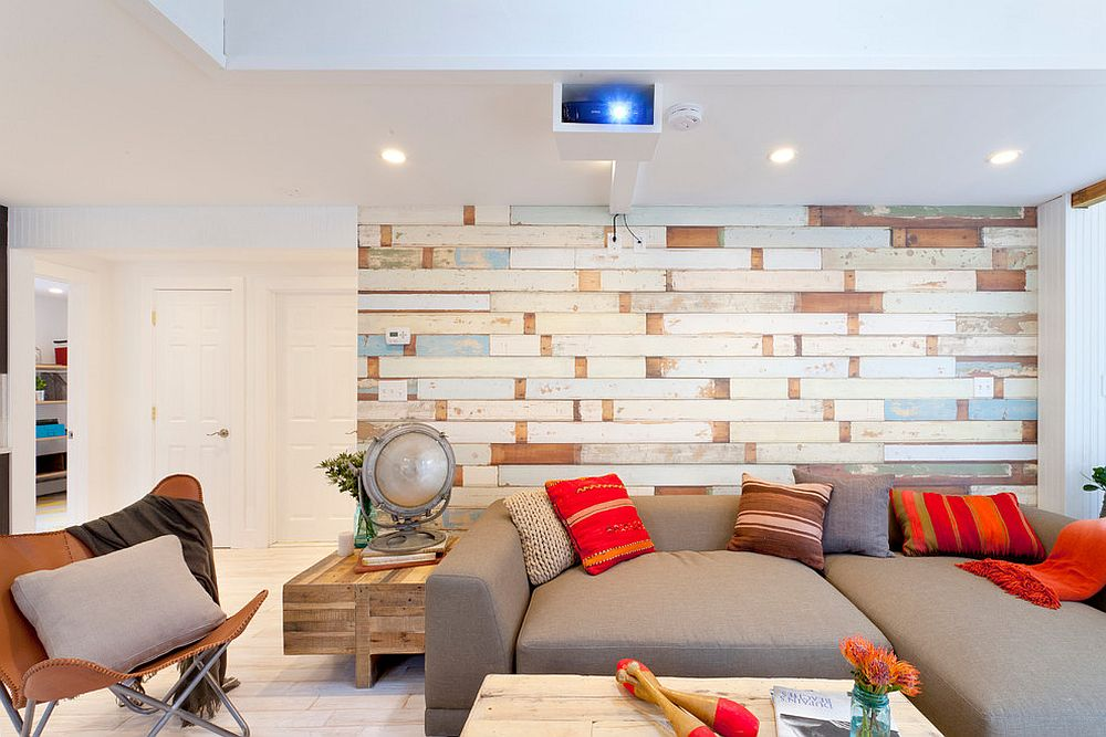 Try out a wallpaper that brings wooden slats to the coastal living room
