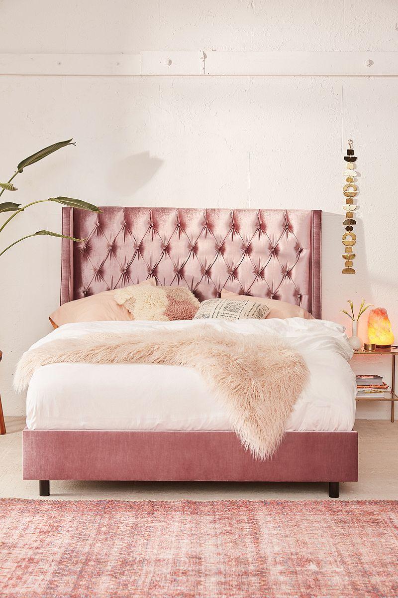 Tufted velvet bed in pink