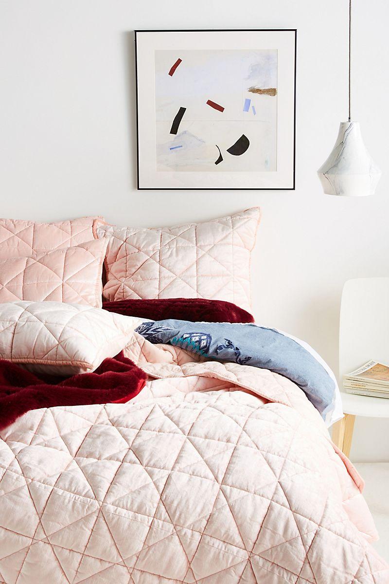 Velvet bedding in pink