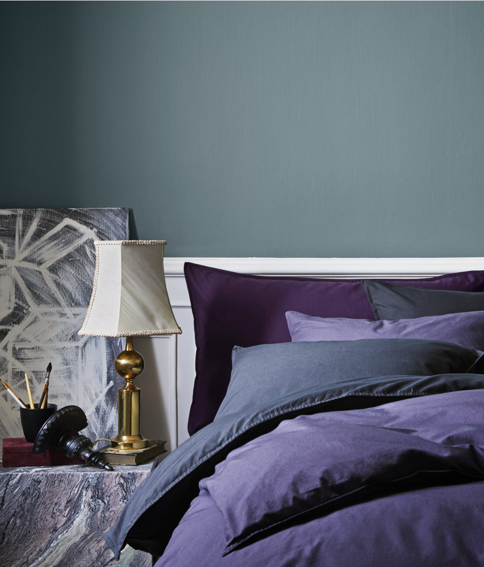 Violet-bedding-in-creates-layers-of-style