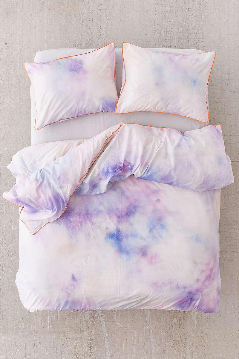 Violet bedding in soft hues
