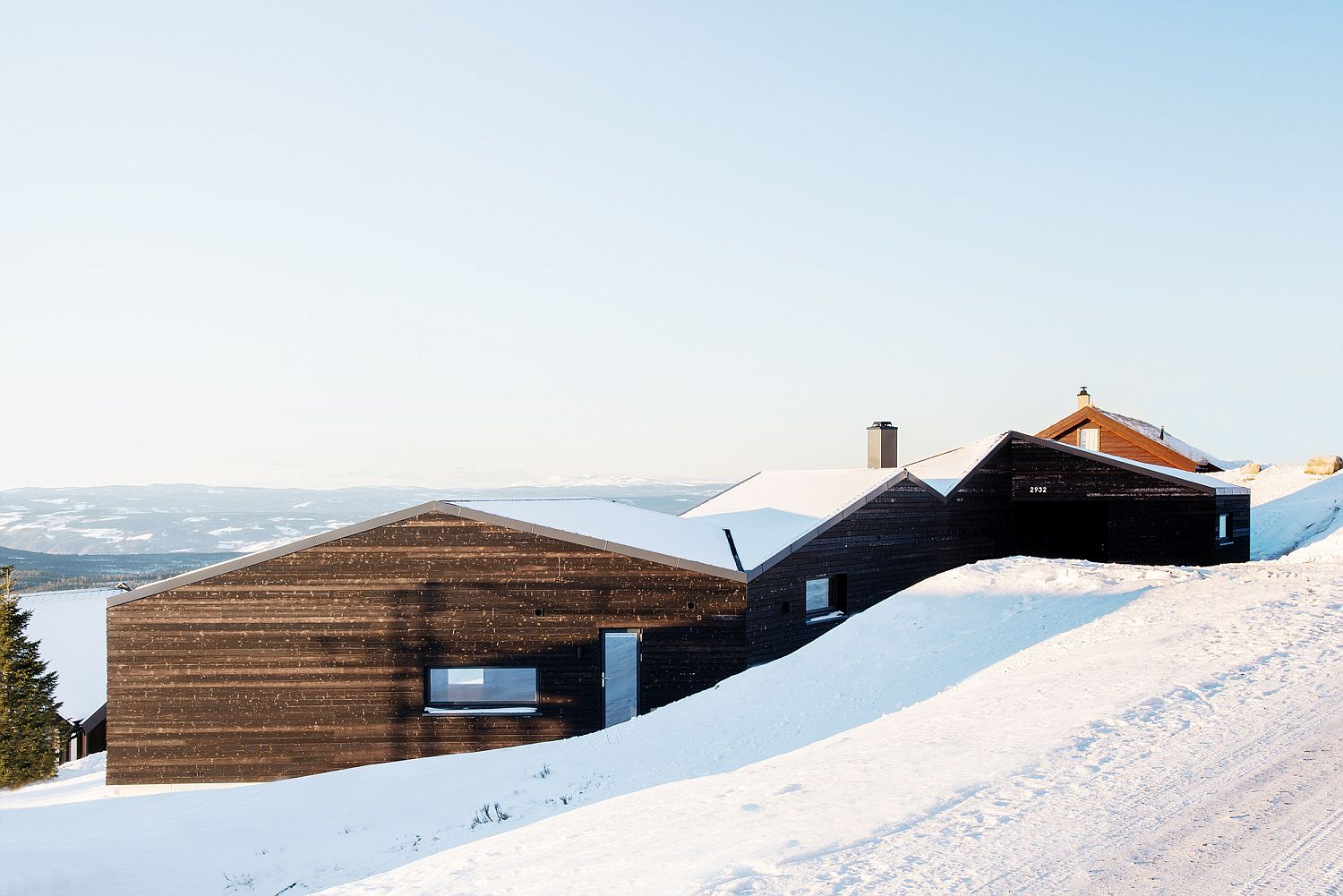 White roof and dark exterior of the cabin present a picture of contrast