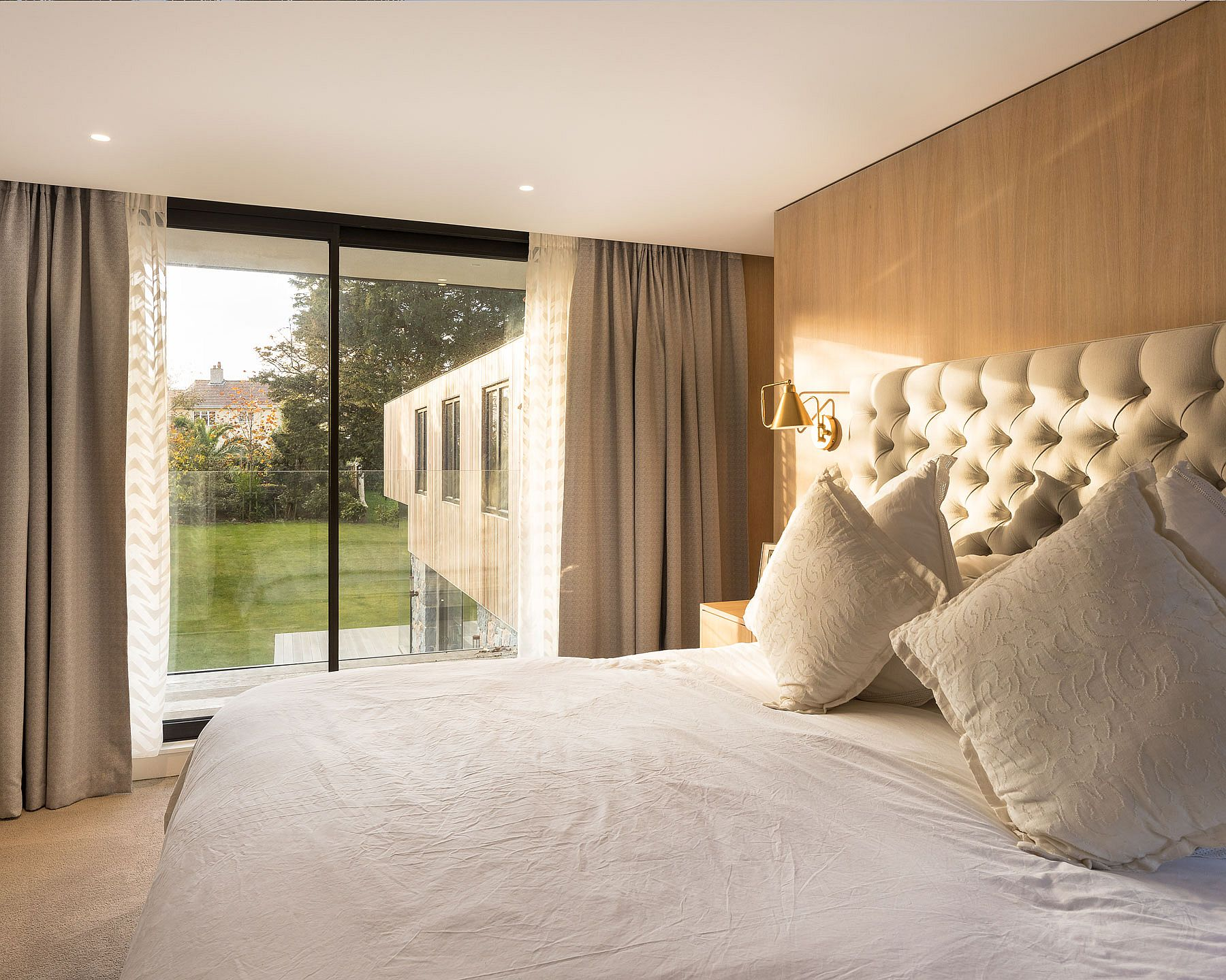 Bedroom-of-the-British-home-flooded-with-natural-light