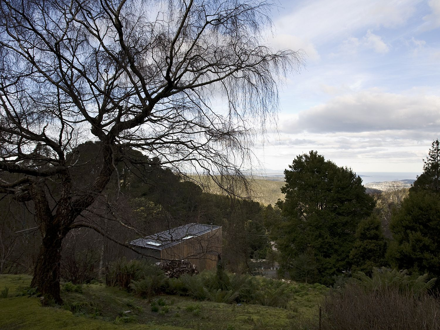Box-styled-modern-home-on-the-slopes-of-Mount-Wellington-in-Hobart