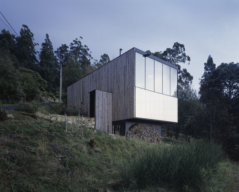 Contemporary Little Big House in Wellington Park, Australia