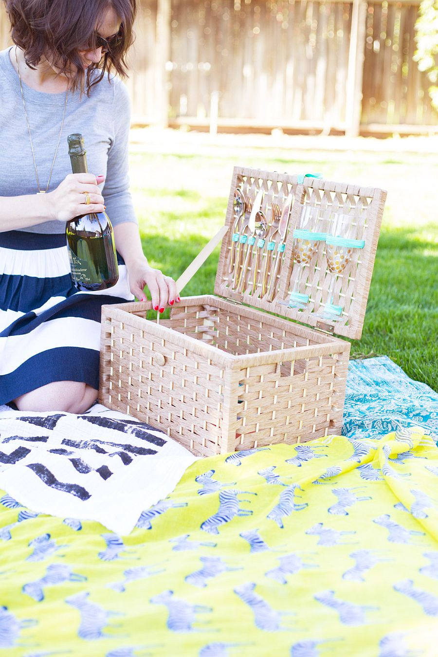 Easy DIY Picnic Basket Idea