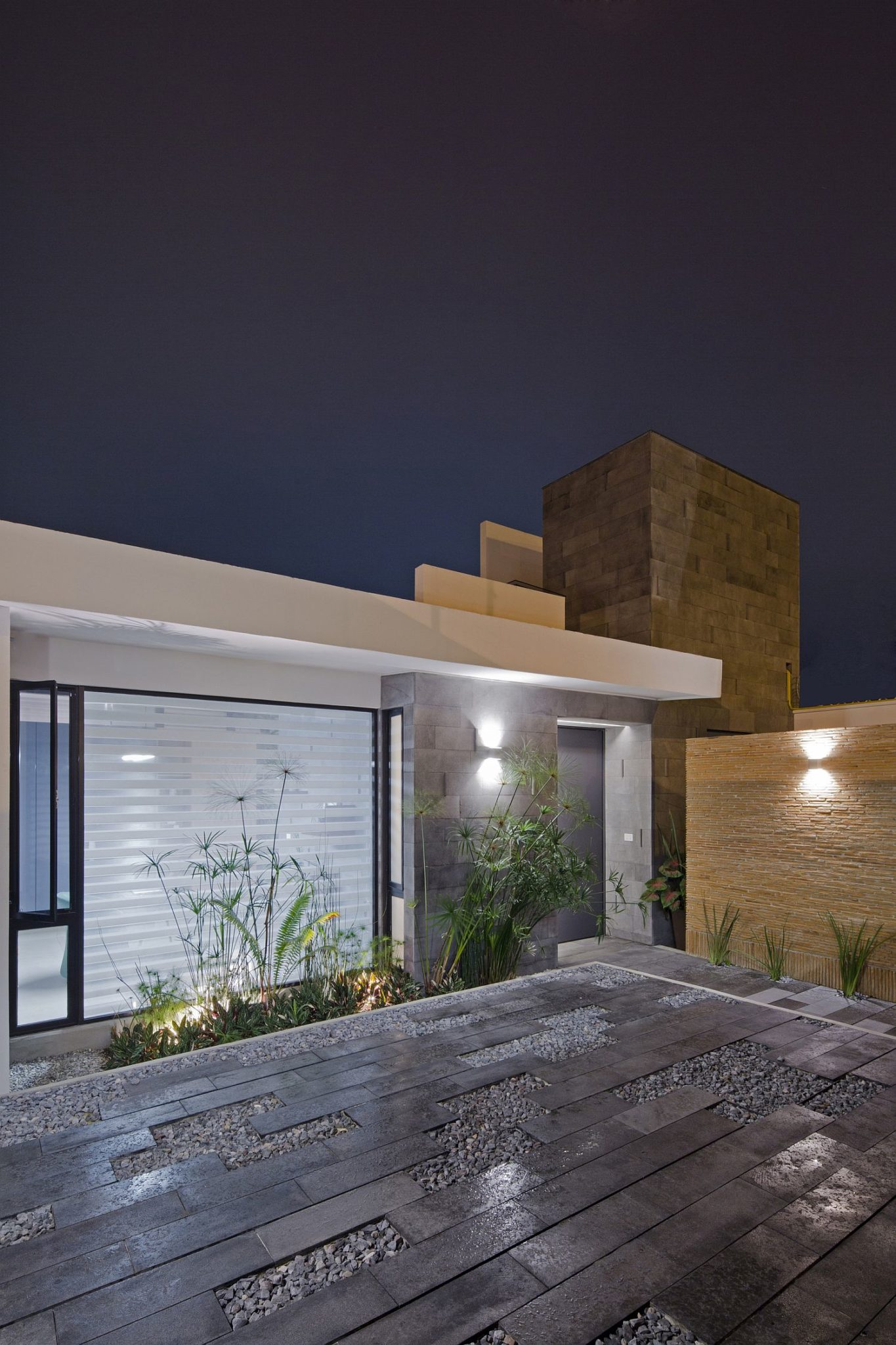 Generously illuminated deck of the house with natural finishes