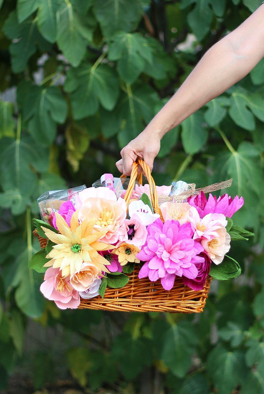 Gorgeous DIY Floral Picnic Basket
