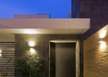 Gorgeously-illuminated-space-outside-the-contemporary-Mexican-home-217x155