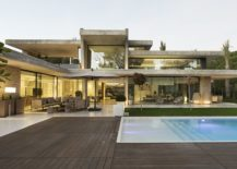 Horizontal-concrete-planes-give-the-home-a-cool-structure-217x155