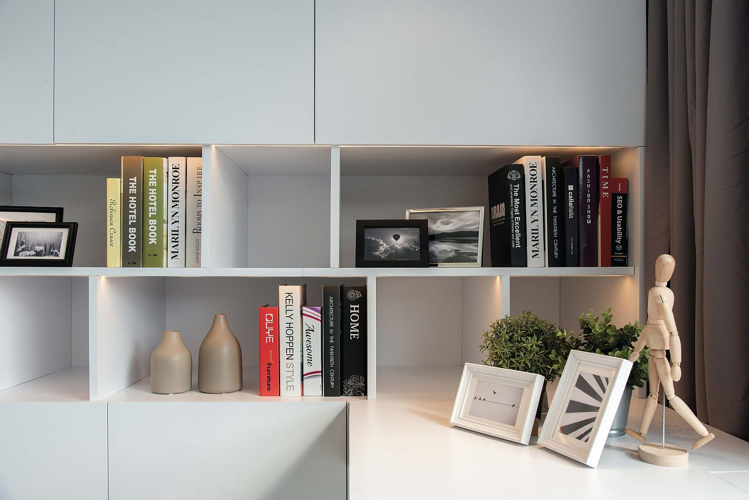 LED-lighting-and-clever-space-savvy-shelving-inside-the-home-office
