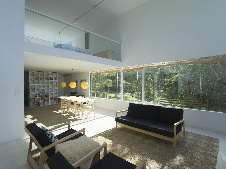 Mezzanine-level-of-the-home-overlooking-the-lower-floor