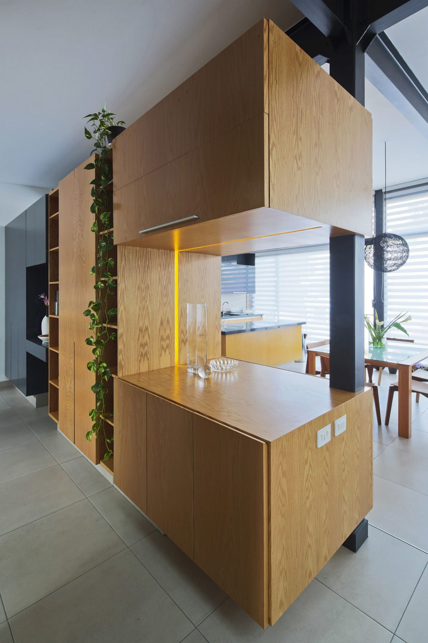 Natural oak wood volume inside the home steals the spotlight