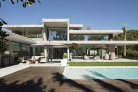 Concrete Planes and Glass Walls Steal the Spotlight at Miravent House