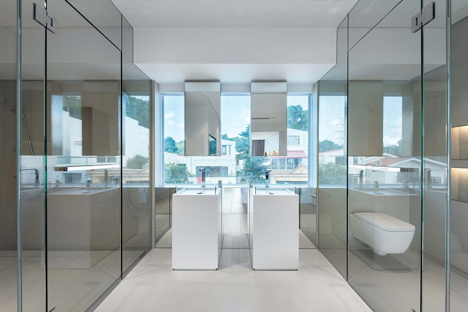 Polished-bathroom-of-the-modern-home-in-white